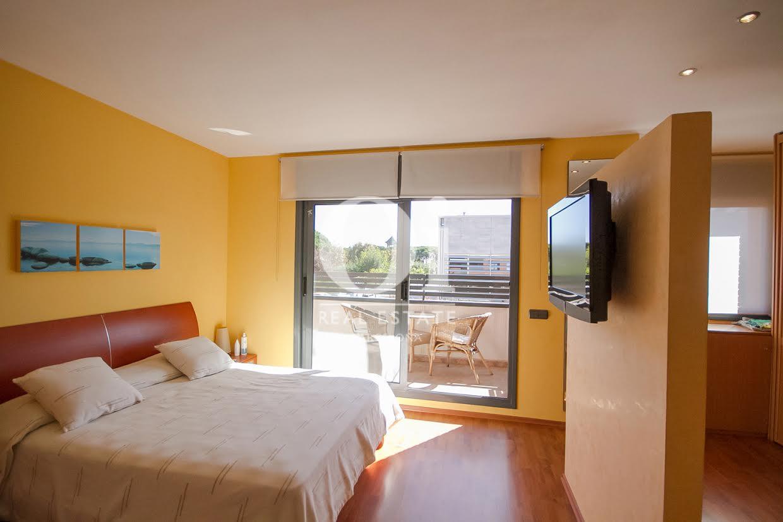 Schlafzimmer des Luxus-Reihenhaus zum Kauf in Sant Vicençs de Montalt