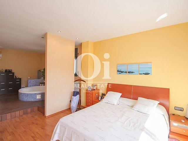 Chambre double lumineuse type suite d'une maison de luxe en vente près de Barcelone