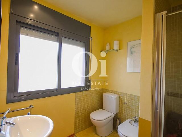 vista de baño en casas adosada en venta en el Maresme en Llavaneras