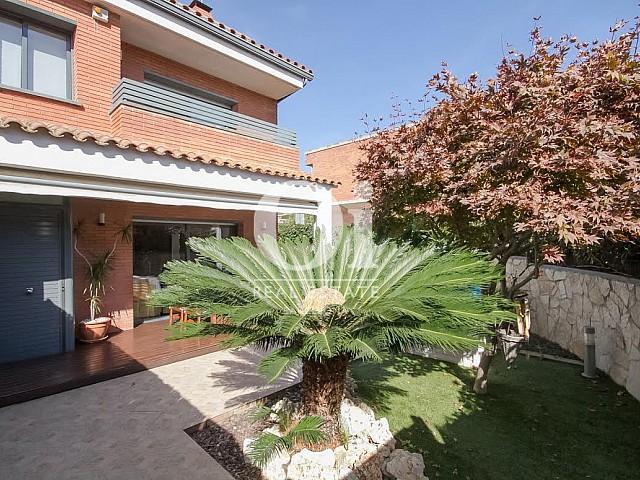 vista de jardín en casa adosada en venta en el Maresme