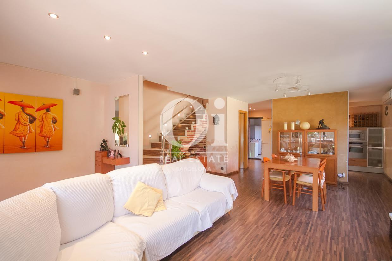 Wohnbereich des Luxus-Reihenhaus zum Kauf in Sant Vicençs de Montalt