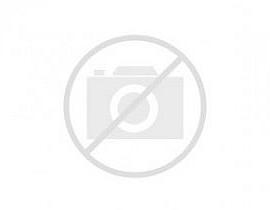Exclusiva unifamiliar en venta con gran parcela en Sant Boi