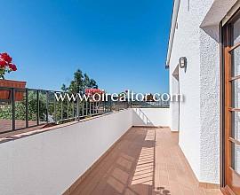Àmplia i assolellada casa aïllada en venda a Lloret de Mar