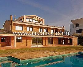 Espectacular casa en venta de alto standing en primera linea en Gavà Mar