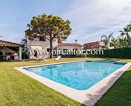 Bonita casa rústica mediterránea en Terramar, Sitges