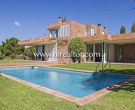 Gran casa unifamiliar en venta diseñada por arquitecto de renombre en Sant Vicenç de Montalt