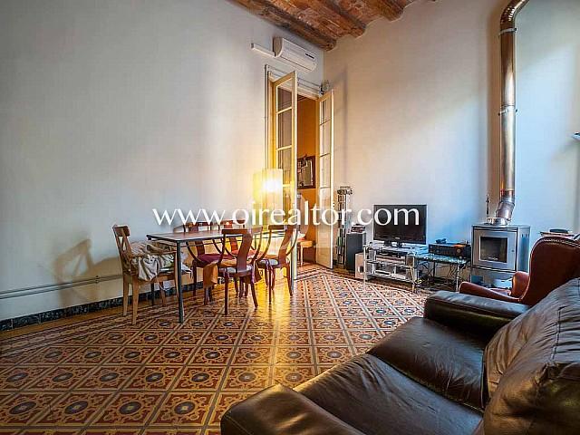 Bonita casa en venta con suelos hidráulicos y muchas posibilidades en Sant Andreu