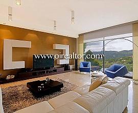 Espectacular casa de diseño aislada en venta en Cabrils, Maresme