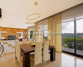 Spektakuläres Design-Haus zum  Verkauf isoliert in Cabrils, Maresme
