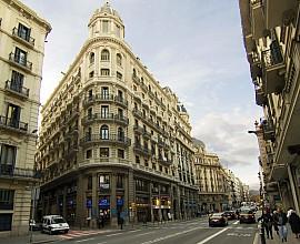 Gran edificio en venta en Ciutat Vella en pleno centro de Barcelona