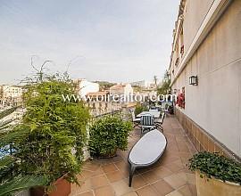Ático duplex en venta con 200 m2 de terraza en el centro de Arenys de Mar