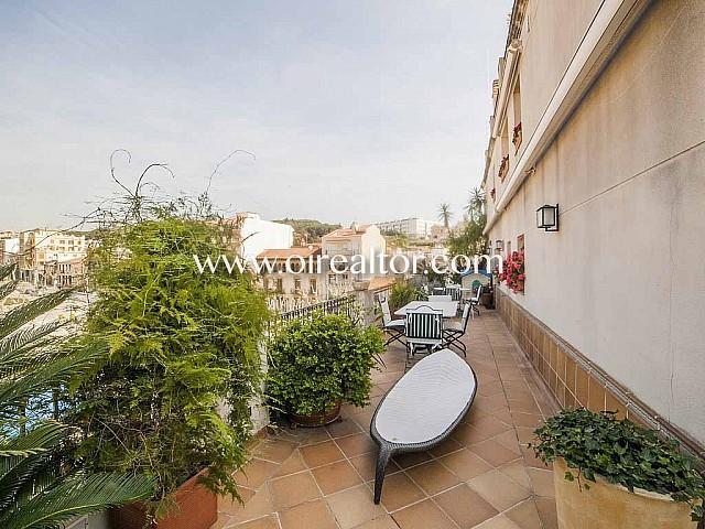 Àtic dúplex en venda amb 200m2 de terrassa al centre d'Arenys de Mar