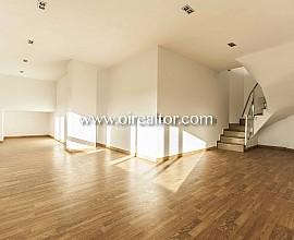 Sunny duplex for sale in La Salut, high part of Gracia, Barcelona