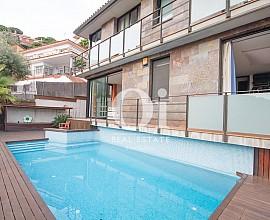 Venta de dos casas en una con magníficas vistas al mar en venta en Alella
