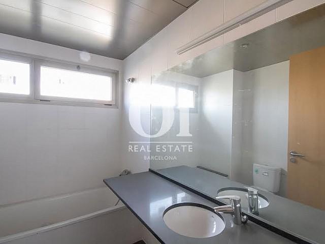 Bathroom in a brand new flat for sale in Nou Barris, Barcelona.