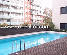 Fantástico apartamento con piscina en Poblenou con plaza de parking