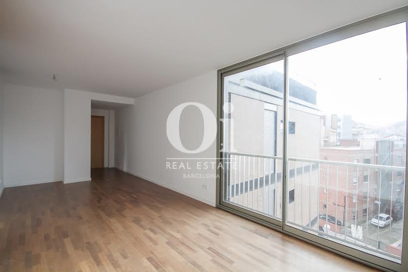 vista de salón luminoso en piso en venta en Fabra i Puig en Barcelona