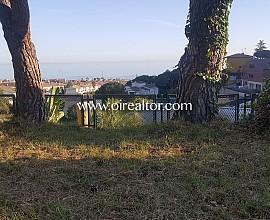 Large flat plot with sea views in Premià de Dalt
