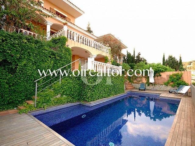 Casa en venta en Alella de estilo señorial con vistas al mar, Maresme
