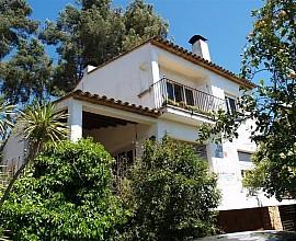 Casa de 500 m2 a reformar en el centro del Pueblo de Calonge, Costa Brava