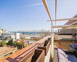 Duplex en attique design en vente avec vue sur le port de plaisance à Arenys de Mar, Maresme
