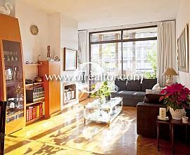 Soleado y alto piso en venta con vistas despejadas en les Corts