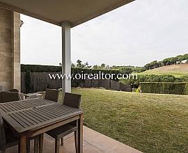 Bonita casa en venta con vistas al golf en Sant Vicenç de Montalt