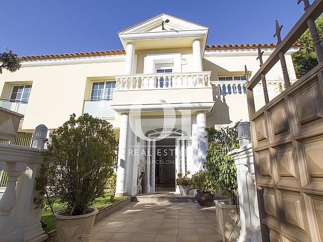 Casa señorial completamente amueblada en venta en Premià de Dalt