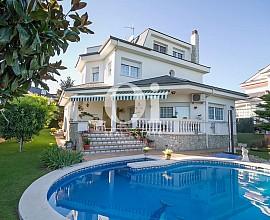 Bonita casa en venta en Urb. exclusiva en Palau-Solita i Plegamans