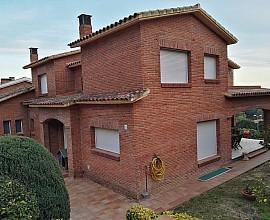 Fabulosa casa en venta con gran jardín y piscina en Sant Berger, Teia
