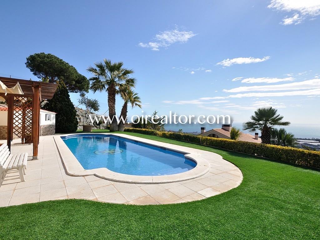 Дом для продажи с видом на море в Премиа-де-Дальт