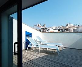 Hervorragendes Duplex-Penthaus zum Verkauf mit Terrasse und touristischer Erlaubnis im Zentrum von Sitges