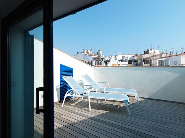 Excelente ático duplex en venta con terraza y licencia turística en el centro de Sitges