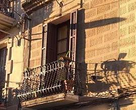 Edifici residencial buit i a rehabilitar en Gràcia, Barcelona
