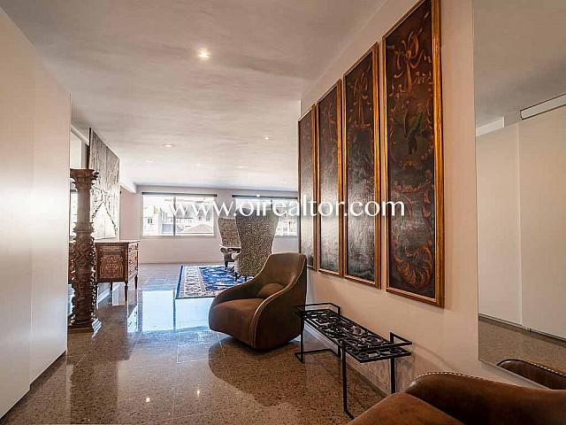Inmueble en venta con 3 apartamentos independientes en Eixample Dreta
