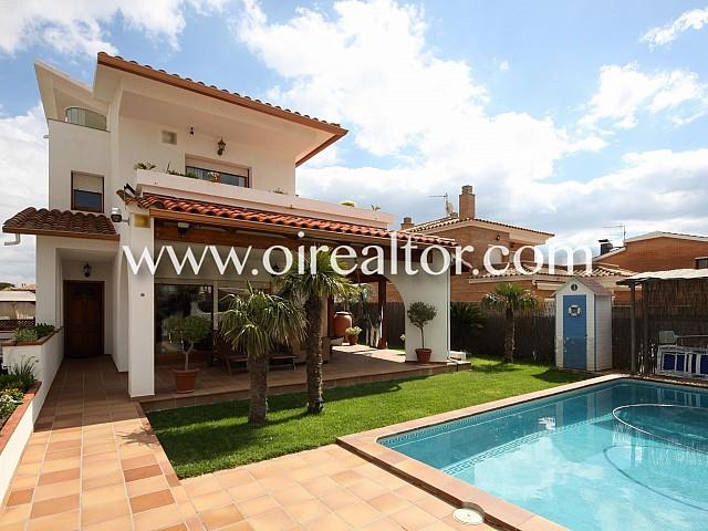 Wonderful house with pool in Santa María, Cubelles