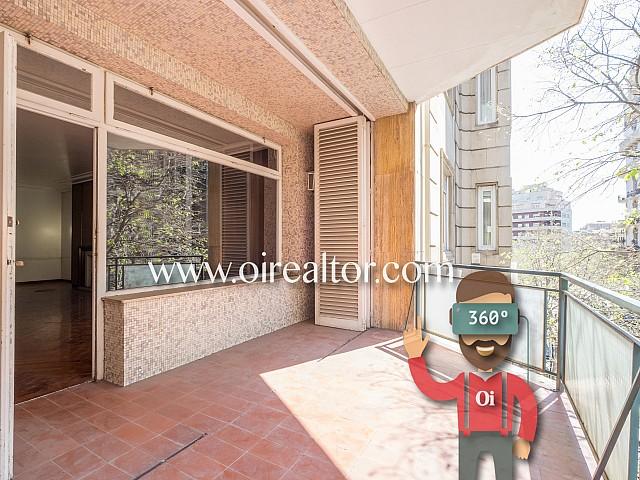 Geräumige Wohnung, die renoviert werden muss, in Primezone von Galvany