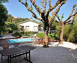 Excelente casa con piscina y vistas a mar en Arenys