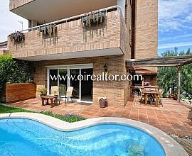 Bonita casa esquinera con piscina privada en Sant Quirze del Vallés