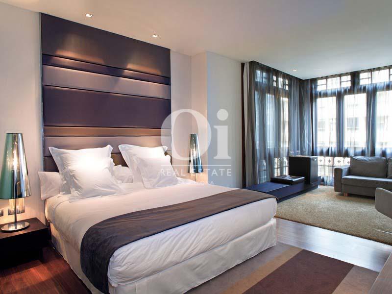 Vista de habitación tipo suite de hotel en venta en Villa Olímpica de Poblenou, Barcelona