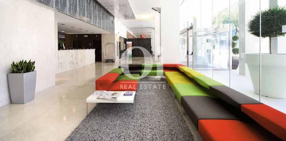 Empfangsbereich in exklusivem aktiven Hotel zum Kauf in Barcelona