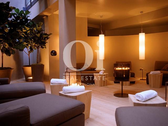 Empfangsbereich in exklusivem, aktiven Hotel zum Kauf in Barcelona
