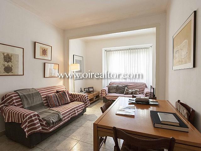 Bonito piso en venta en finca clásica en Gran de Gracia,  Barcelona