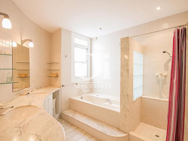 Vistas de cuarto de baño de dúplex en alquiler en Sant Gervasi, Barcelona