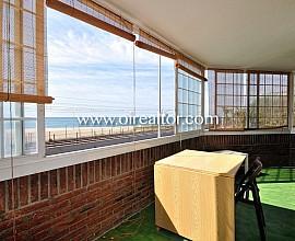 Impecable piso en primera línea de mar en Premiá de Mar