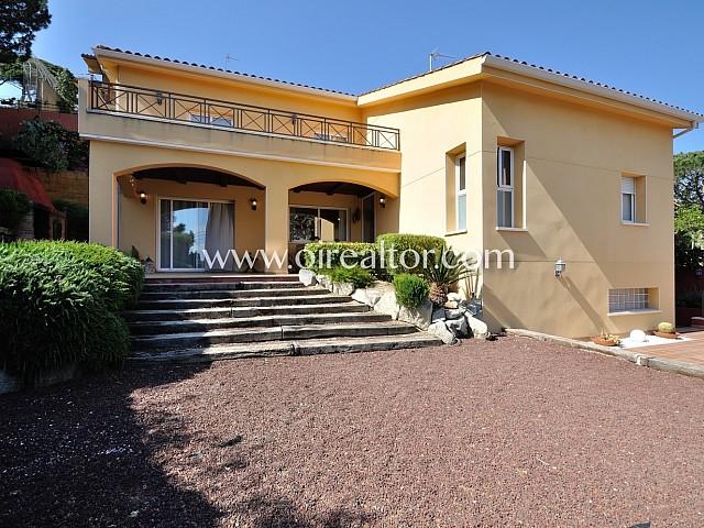 Bonita casa con vistas al mar en Premià de Dalt