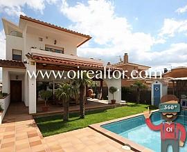 Maravillosa casa con piscina en Santa María, Cubelles