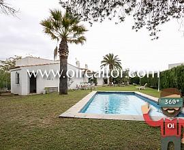 Chalet de una sola planta con piscina en Sant Pere de Ribes