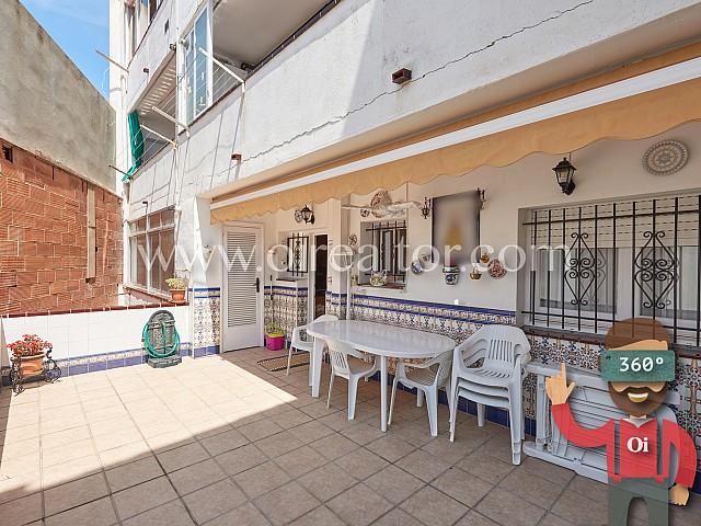 Confortable appartement avec spectaculaire terrasse au centre de Sant Pere de Ribes
