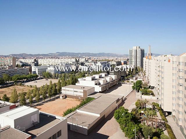 Piso en venta con licencia turística y parquin en diagonal forum, Barcelona